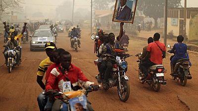 RCA : des jeunes sacrifient leurs études pour les taxis motos