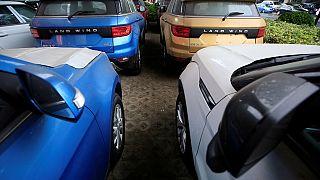 Nigeria : deux membres du gouvernement en possession de 86 voitures de luxe, inculpés pour fraudes
