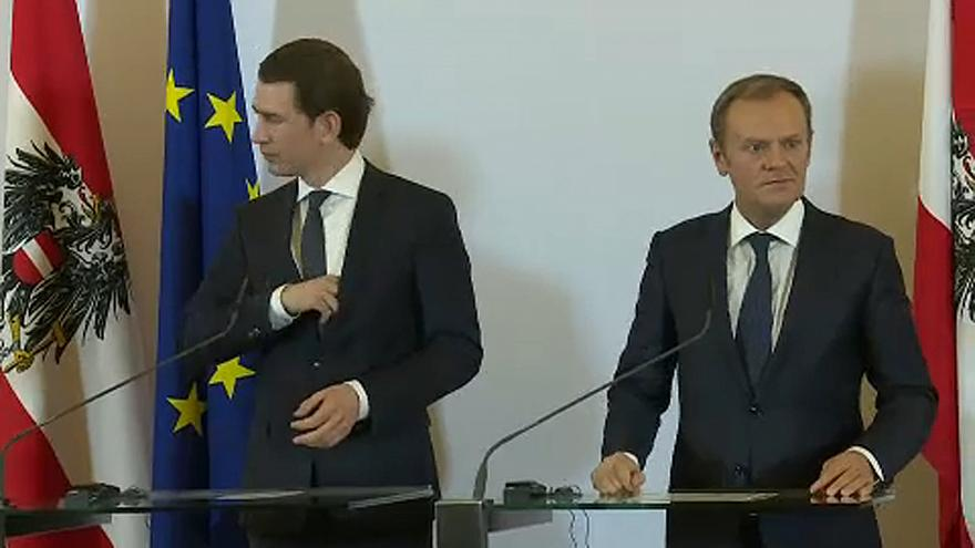 """""""Breves de Bruxelas"""": Tusk com Kurz e polémica sobre eleições europeias"""