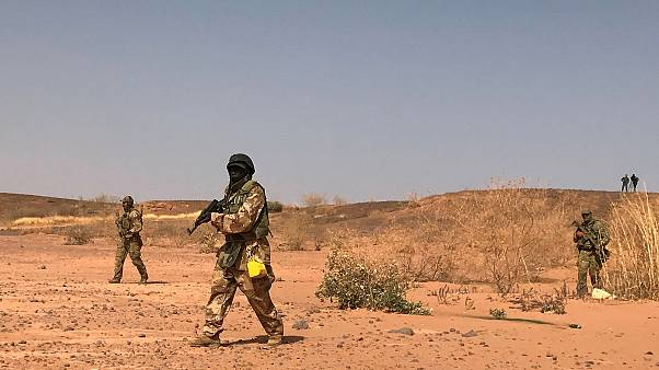 Image: Nigerien commandos simulate a raid on a militant camp during the U.S