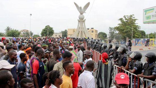 居民抗议西共体制裁几内亚比绍[发表评论]
