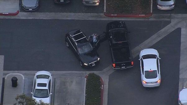 شاهد مناورات سارق سيارة رياضية لرجال شرطة كاليفورنيا