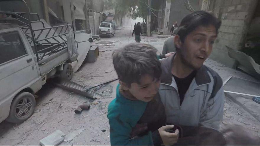انتشال أطفال في الغوطة الشرقية
