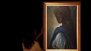 """Vente record à plus d'un million d'euros pour le célèbre portrait nigérian """"Tutu"""""""