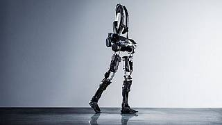 Un adolescent égyptien offre aux handicapés un exosquelette [no comment]