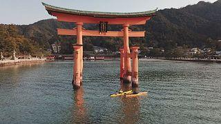 Il Santuario di Itsukushima visto dall'acqua
