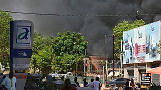 Attaque de Ouagadougou : le Premier ministre sur le lieu de l'attaque