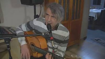 Syrian Refugee's guitar opens doors to new life in Belgium