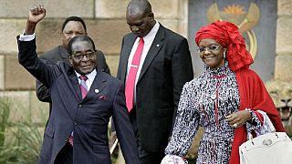 """Vent de """"panique"""" au Zimbabwe : Mugabe revient en politique, en sous-main"""