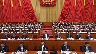 Şi Cinping'e ömür boyu liderlik yolu açıldı