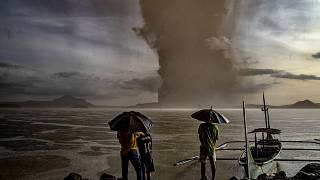 Image: Residents look at Taal Volcano eruption near Talisay in the Philippi
