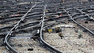 Une voie ferrée en vue entre le Rwanda et la Tanzanie