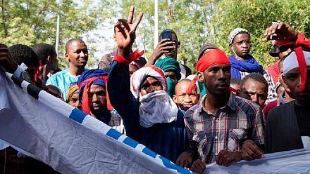 Marche des peuls après des violences intercommunautaires au Mali [no comment]