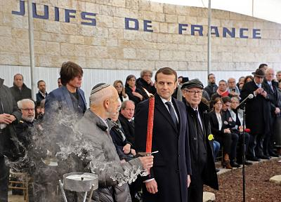 Holocaust survivor Saul Oren stands with French President Emmanuel Macron at the Roglit memorial in Jerusalem on Thursday.