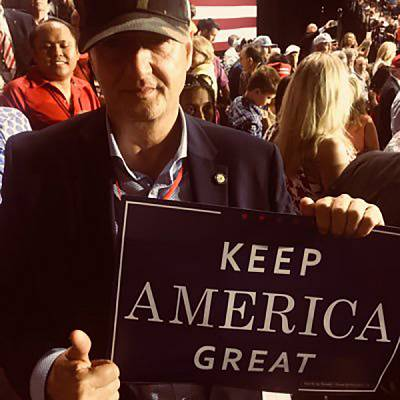 A photo from Anthony de Caluwe\'s Twitter account appears to show him at a rally for Donald Trump.