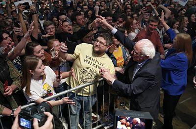 Buttigieg leads in chaotic Iowa caucus, followed by Sanders