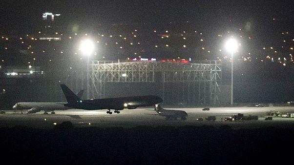 Image: An Air Canada aircraft makes an emergency landing at Madrid's Baraja