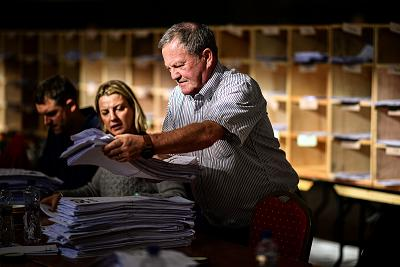 Counting for the Irish general election begins at the Cork South-Central constituency on Sunday.