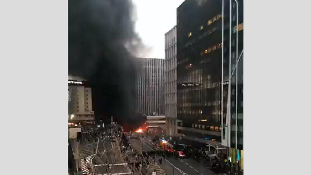 Se desata un gran incendio cerca de la estación de tren Gare de Lyon en París 15