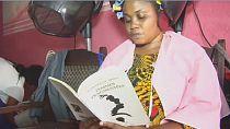 En Côte d'Ivoire, des salons de coiffure se transforment en bibliothèques