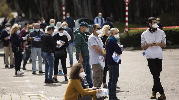 Image: Israelis in isolation due to Coronavirus concerns attend to cast the