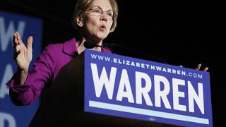 Image: Democratic Presidential Candidate Elizabeth Warren Gives Campaign Sp