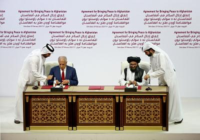 U.S. Special Representative for Afghanistan Reconciliation Zalmay Khalilzad and Taliban co-founder Mullah Abdul Ghani Baradar sign a peace agreement during a ceremony in the Qatari capital of Doha on Feb. 29, 2020.