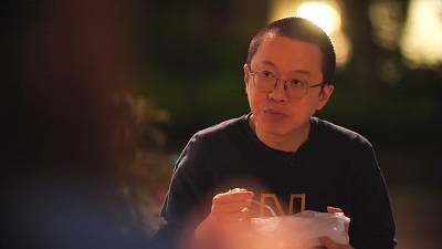 Dr. Alfred Wong, eating a takeaway in Hong Kong\'s Tue Mum Park, where he meets his wife for 10 minutes a day.