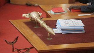 """Nigeria : la police retrouve le bâton cérémoniel du Sénat """"sous un pont"""""""