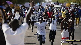 Senegal: Police fire tear gas at protesters