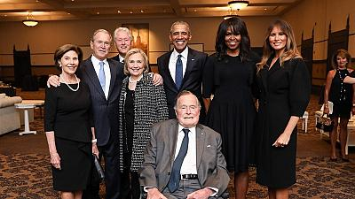 Les Bush, Clinton, Obama et Melania Trump prennent la pose en hommage à Barbara Bush