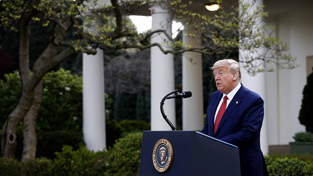 """Trump extiende las pautas de distanciamiento social hasta el 30 de abril, predice """"grandes cosas"""" para el 1 de junio 13"""