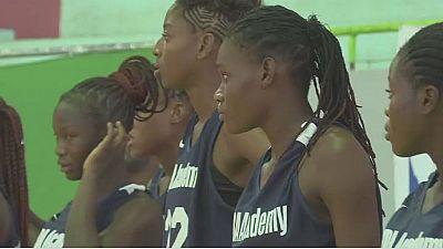 Sénégal : des jeunes filles formées au basketball