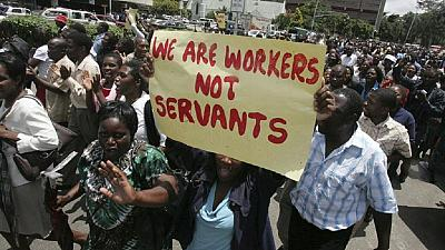 Zimbabwe govt workers reject salary increase, further talks ongoing