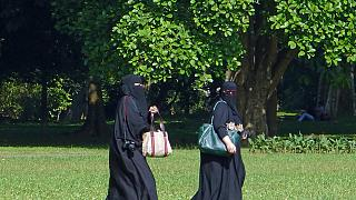 France : six mois de prison pour avoir refusé d'enlever son niqab