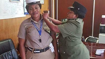 Zambie : une policière promue pour avoir travaillé sous la pluie