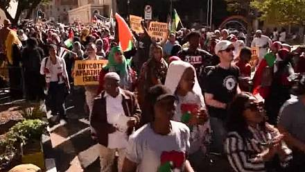 "Protesters march in Cape Town to commemorate the ""Nakba"" day [no comment]"