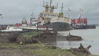 Cameroon begins operations to clear boat wrecks off Doula port