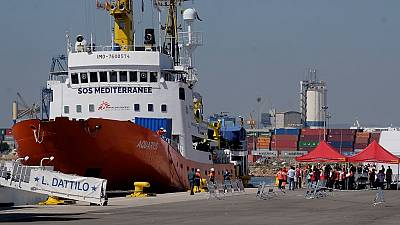 Stranded Aquarius migrants arrive in Spain