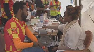 Ethiopians donate blood to victims receiving medical care