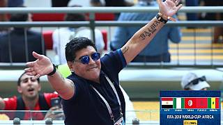 Maradona offers to coach Argentina for free