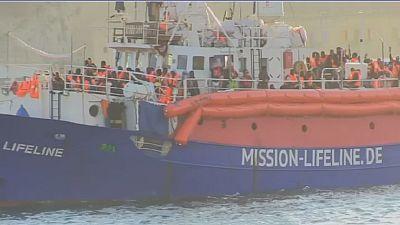 Migrants : le capitaine du navire Lifeline accuse les garde-côtes libyens de menace de mort