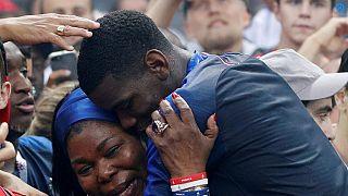 Les joueurs d'origine africaine, champions du monde dans une France divisée