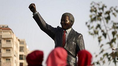 Mandela espionné par le FBI après sa sortie de prison, révèlent les archives américaines