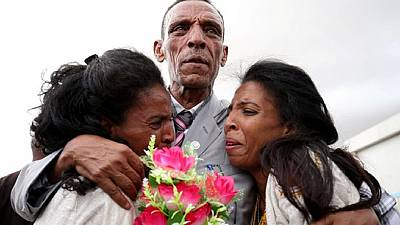 Eritrea: The story behind the emotional picture of a father and his twin daughters