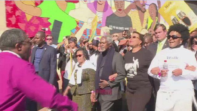 """Marche en hommage au """"long chemin vers la liberté"""" de Mandela [No Comment]"""