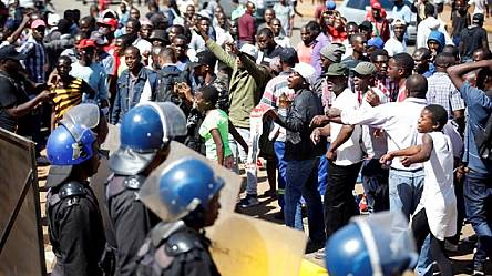 Zimbabwe police fire tear gas to disperse opposition supporters [No Comment]