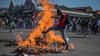 Zimbabwe : les opposants arrêtés restent en prison