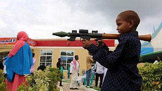 [Photos] Les pistolets en jouet : cadeau favori des enfants somaliens