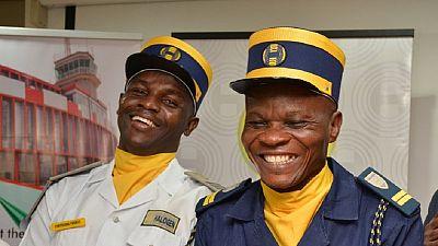 """Nigeria : deux agents de sécurité """"moqués"""" pour avoir rendu un sac d'argent"""